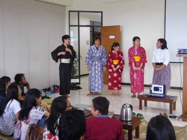 Peserta LTC International Week pada saat kelas Jepang (Dok. LTC).