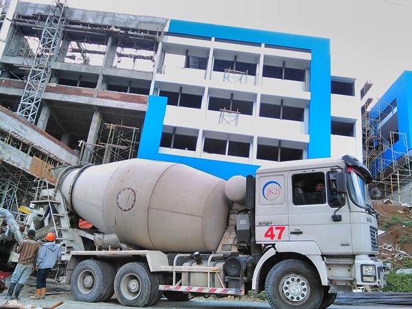 Gedung baru FTI di Blotongan dalam proses pembangunan (Foto: Andri Setiawan).